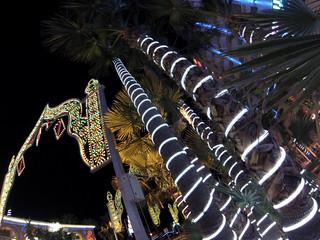 Avenida principal de Marina D'or iluminada por las noches Marina D'or, ciudad de vacaciones para niños y adultos - 14003698729 4b5a1b86a2 n - Marina D'or, ciudad de vacaciones para niños y adultos