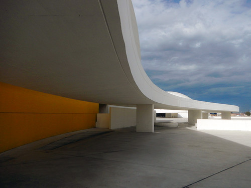 Aviles, Spain: Centro Neimeyer Art Gallery Architecture
