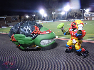 TEENAGE MUTANT NINJA TURTLES :: RAPHAEL'S SEWER SPORTS FOOTBALL xii / ..vs. T.D. TOSSIN' LEO  (( 1992 ))