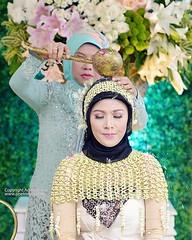 Siraman pengantin wanita. Foto pernikahan pengantin adat Jawa di wedding Dian & Ali di Jogja. Fotografer wedding by @adamvalian (tim @poetrafoto), http://wedding.poetrafoto.com 👍☺