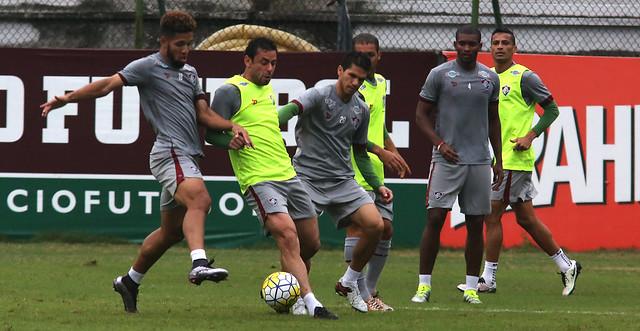 Com atenção à bola parada, Flu faz último treino antes do Palmeiras