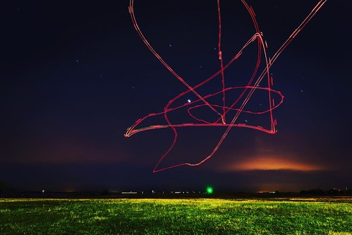 Drone painting #drone #droneoftheday #dji #djiphantom4 #dronestagram #longexposure #nighttimephotography #nightimefun #vancouver