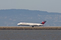 Delta Airlines McDonnell-Douglas MD-95 aka Boeing 717 aka Douglas DC-9 landing at SFO, runway 28 P1013505