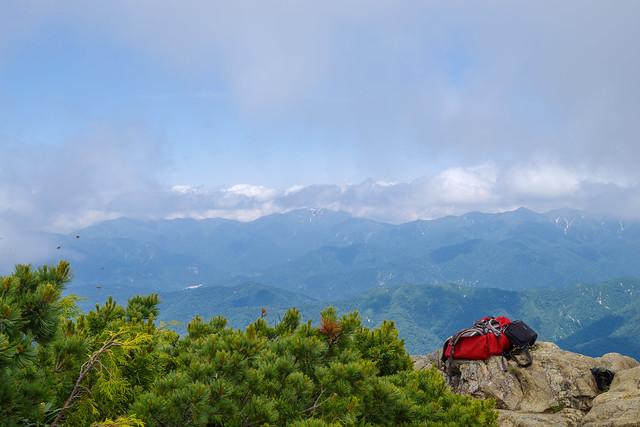 上越国境の山々(正面は巻機山)@至仏山頂