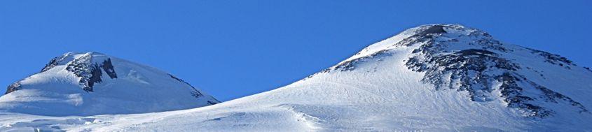 Kaukasus, Elbrus-Reise. Links der Westgipfel (Hauptgipfel), 5642 m, rechts der Ostgipfel, 5621 m. Foto: Günther Härter.
