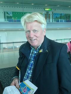 Ullrich Sierau (Oberbürgermeister der Stadt Dortmund) am Flughafen London-Gatwick