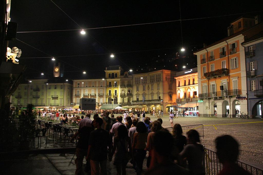Nocturno en la Piazza Grande. Autor, Jody Sticca