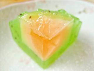 IMG_2406 agar- agar mooncake- kiwi