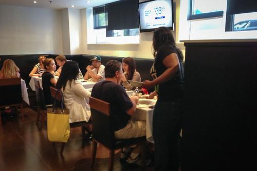 Hotel BPM Brooklyn - free breakfast in restaurant