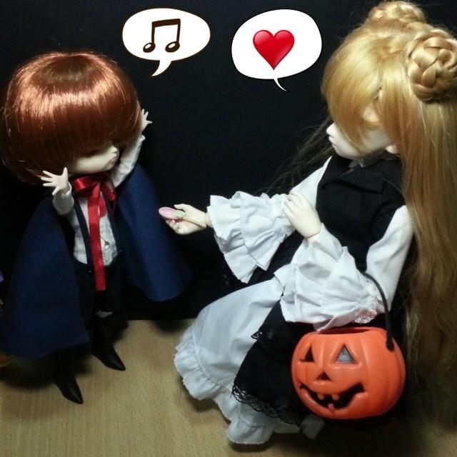 . Kira: Lollipop for you, Lenny♥ Kotori as Lenny : Yhey! ♬ #soundhorizon  #halloween #lenny