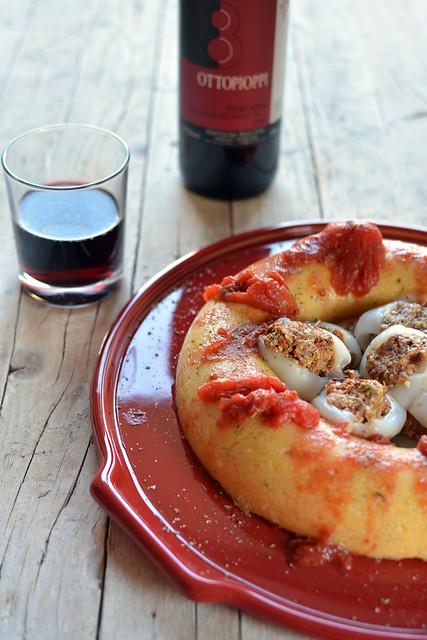 Anello di Polenta Profumata con Seppie Ripiene in salsa al Vino Rosso
