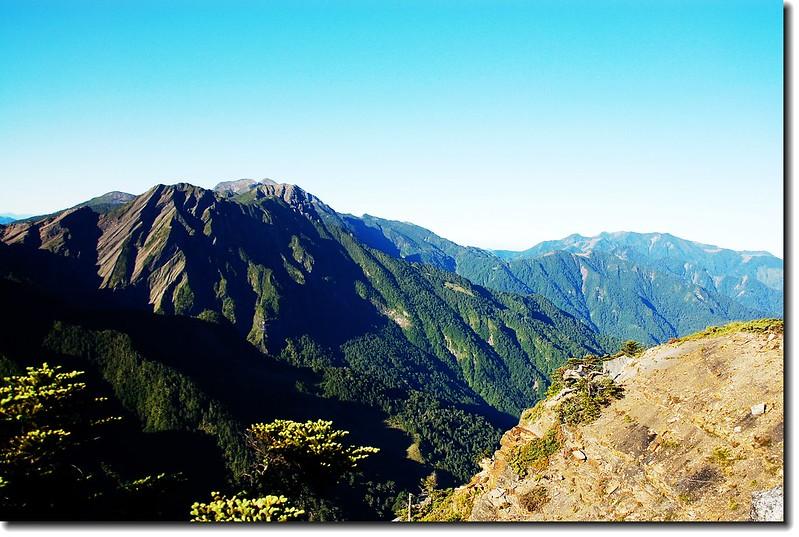 大霸尖山西南望聖稜線、雪山西稜