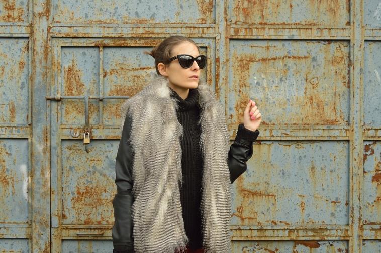 lara-vazquez-madlula-blog-chic-style-faux-fur-vest-winter