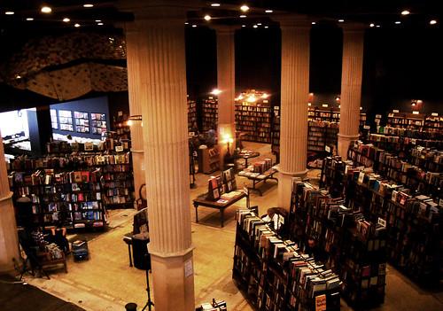 The Last BookStore by - Cinthia Fujii -