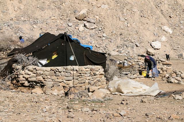 Black qashqai tent in Firuzabad, Iran フィールーズ・アーバード、カシュガイ族の黒いテント