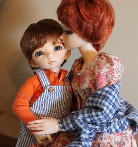 2014.04.04 - Mom's kiss