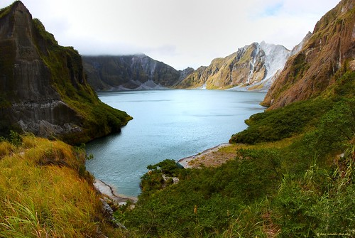 lake volcano philippines crater pinatubo