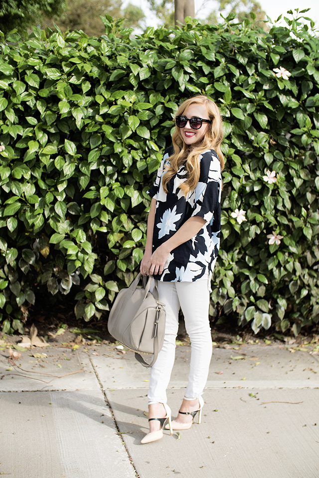 oversized floral tunic and white skinny jeans
