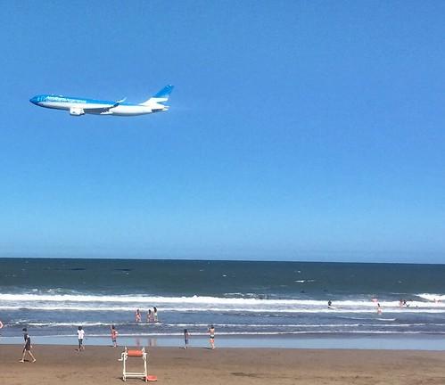 #Rasante sobre el #Mar - #MarDelPlata #AerolineasArgentinas #avion #AirBus