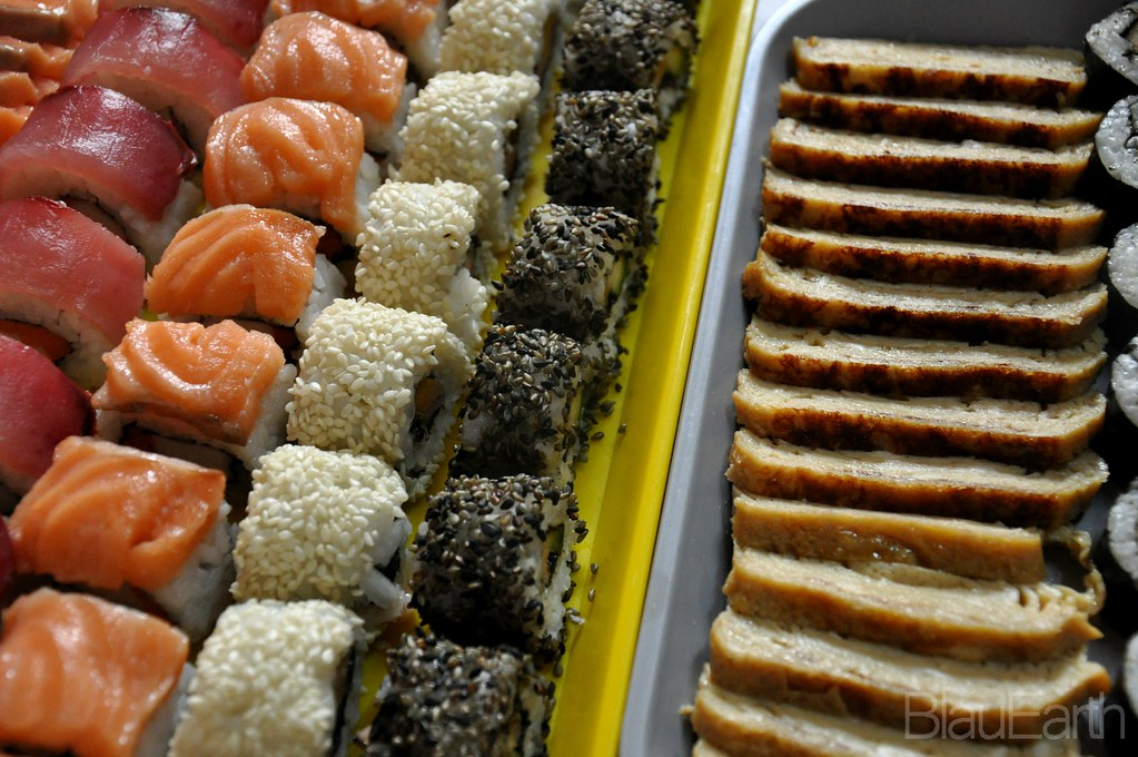 BlauEarth's Kitchen Sushi and Sashimi Platter
