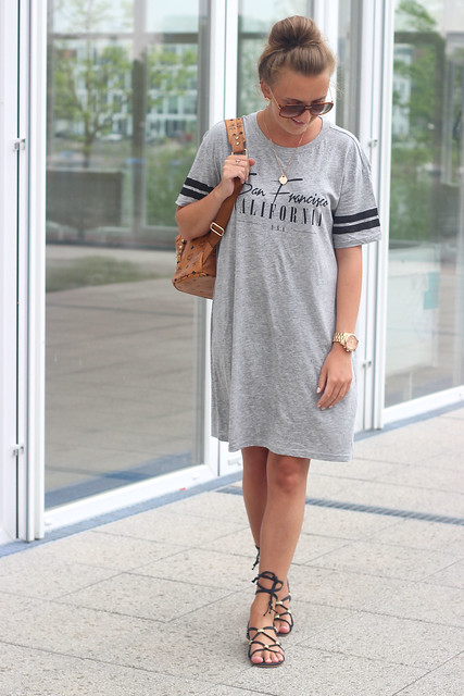 t-shirt-dress-and-lace-up-sandals-wmbg-whole-look