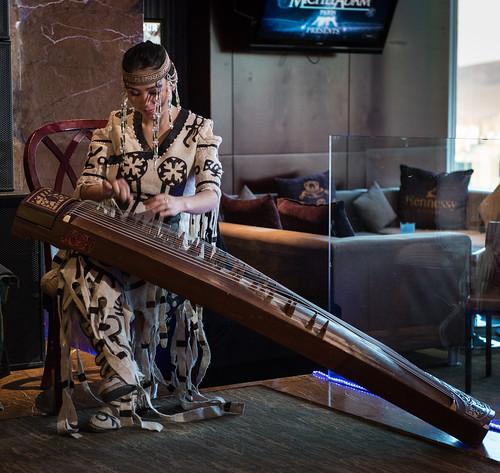 mongolia d750 mn ulaanbaatar ulanbator mongolian zither mongolei mongolische mongolisch mongolisches улаанбаатар ᠤᠯᠠᠭᠠᠨᠪᠠᠭᠠᠲᠤᠷ yatga zupfinstrument уланбатор yatuga ethniczorigoo woelbbrettzither ᠶᠠᠲᠤᠭᠠ 雅托葛 ятга wölbbrettzither