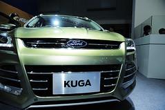 wheel(0.0), rim(0.0), audi q7(0.0), automobile(1.0), automotive exterior(1.0), sport utility vehicle(1.0), vehicle(1.0), automotive design(1.0), auto show(1.0), grille(1.0), bumper(1.0), land vehicle(1.0), luxury vehicle(1.0),