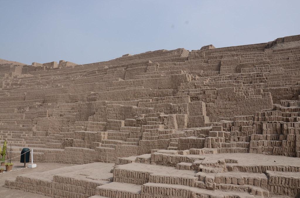 Vista exterior de la Huaca Pucllana