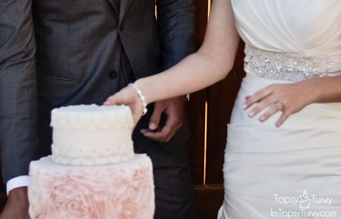 wedding-dress-matching-cake
