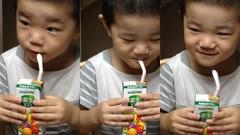 野菜ジュースを飲むとらちゃん 2013/7