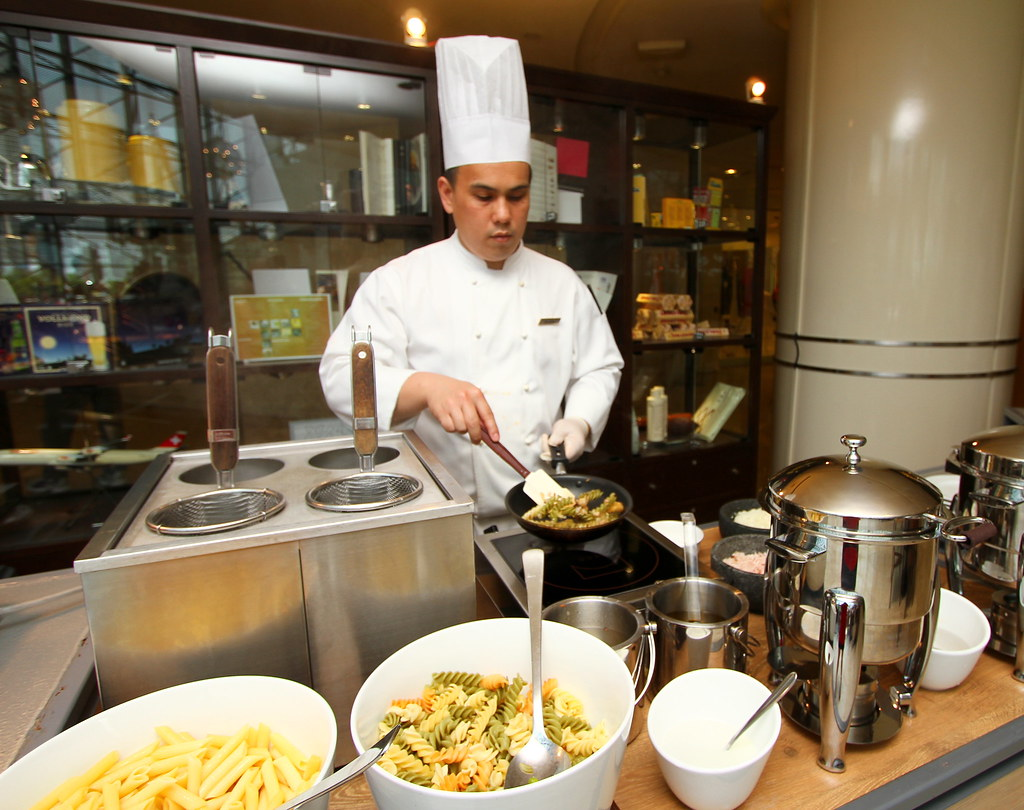 Cafe Swiss: Chef preparing