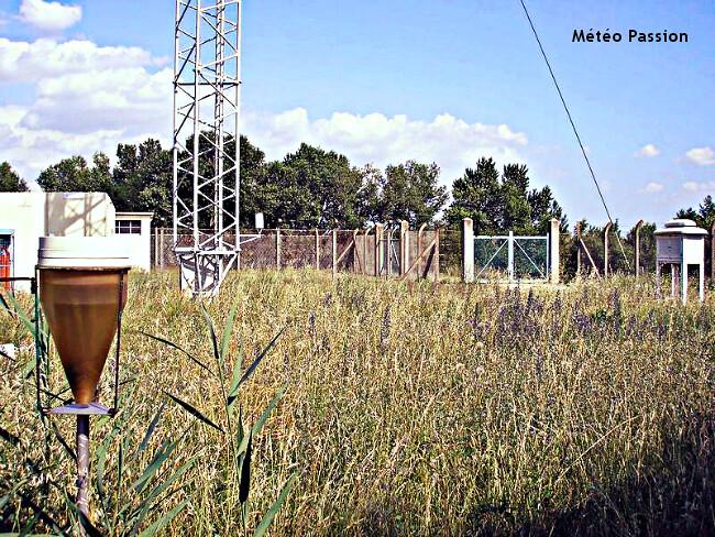 station météo de Chusclan dans le Gard, lieu du record absolu de chaleur en France continentale le 12 août 2003 météopassion