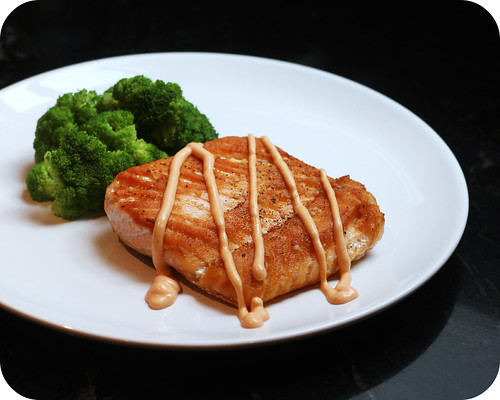Pan Seared Salmon with Creamy Sriracha Sauce