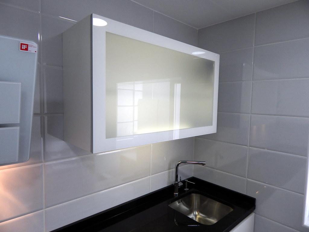 Muebles de cocina especialistas en dise o sin tiradores for Muebles de cocina con puertas de cristal