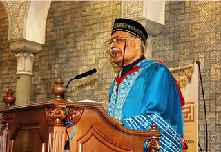Dr. AbdulHamid AbuSulayman presenting a speech at the convocation