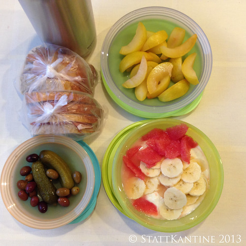 Stattkantine 6. November 2013 - Belegte Brote, Pflaumen, Joghurt mit Obst