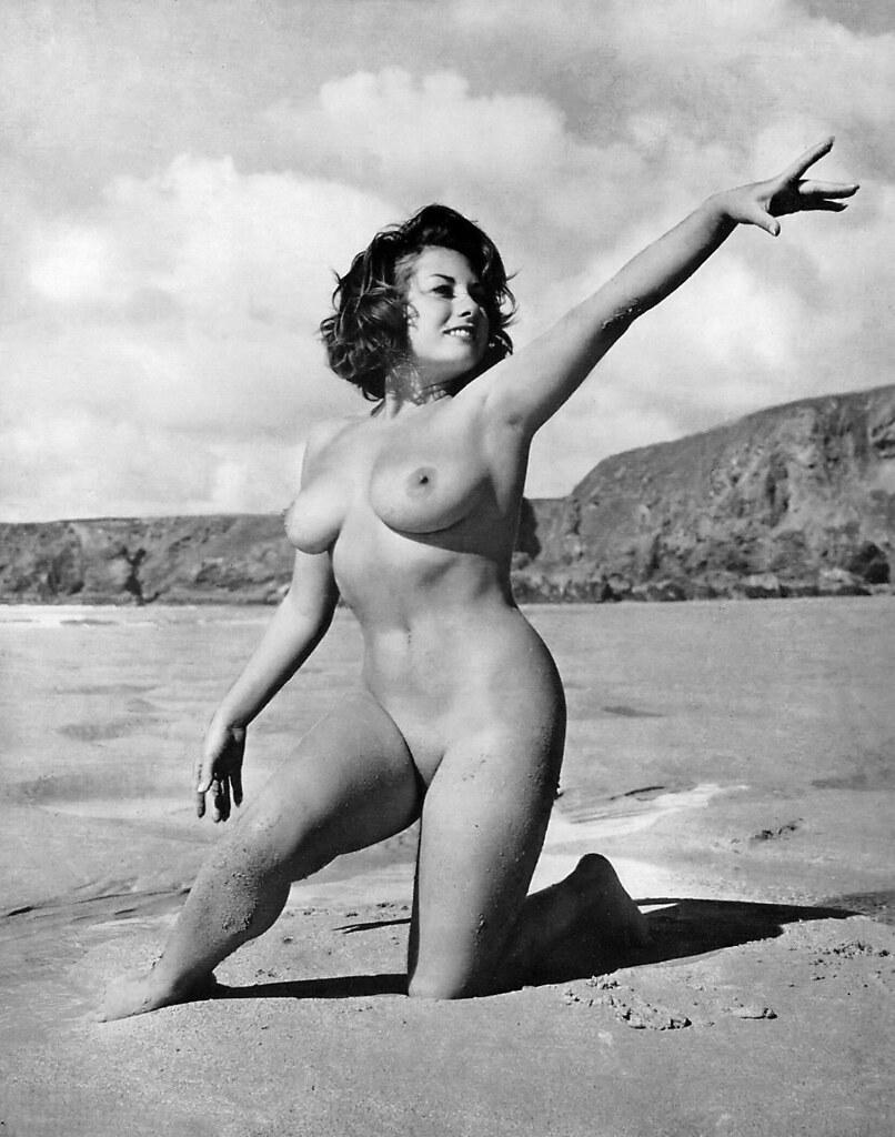 Толстые голые на пляже 16 фотография