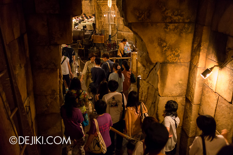 Tokyo DisneySea - Indiana Jones Adventure / Loading