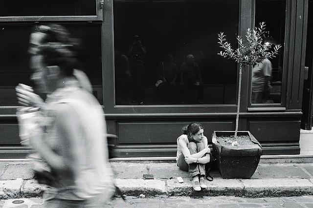 震驚1963年全紐約的集體見死不救現象:責任分散效應