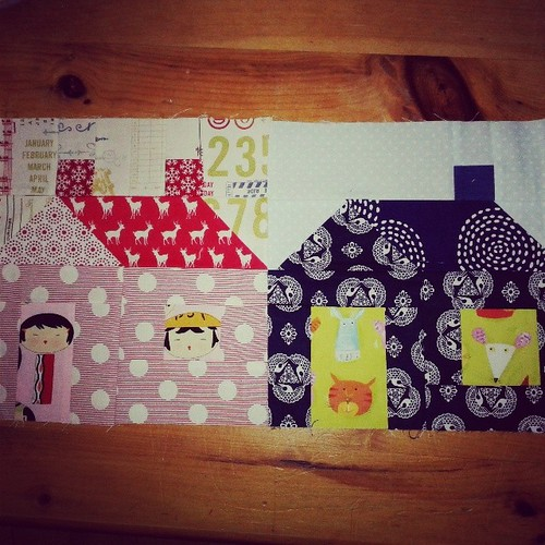 2 more beautiful blocks arrived for my Stitch Tease quilt, thx so much @lifesrichpattern!