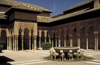 Alhambra: Patio de los Leones (Courtyard of the Lions)