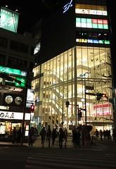 城市的夜,什麼都想做的很方便貼心的日本,在食堂裡聽不到店員點菜聲,只有客人唏哩呼嚕的吃麵聲。攝影:范欽慧。