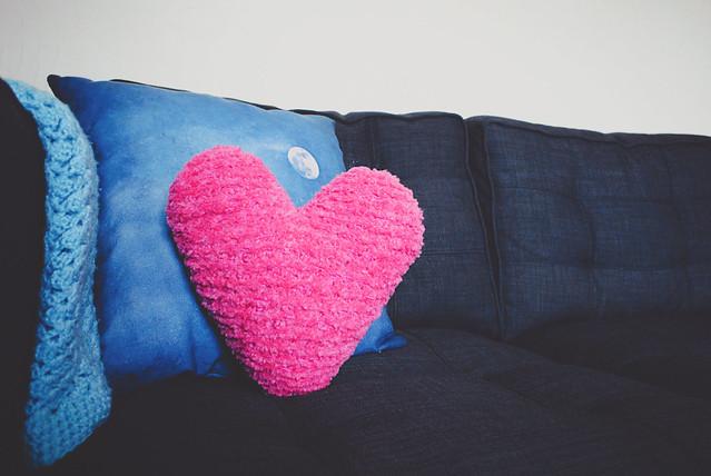 all is full of fluff knit pillow pattern goodknits a knitting crochet blog. Black Bedroom Furniture Sets. Home Design Ideas