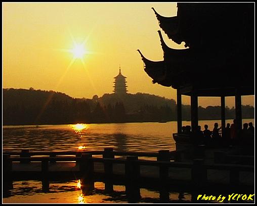 杭州 西湖 (其他景點) - 553 (西湖十景之 柳浪聞鶯 在這裡看 西湖十景的雷峰夕照 (雷峰塔日落景致)