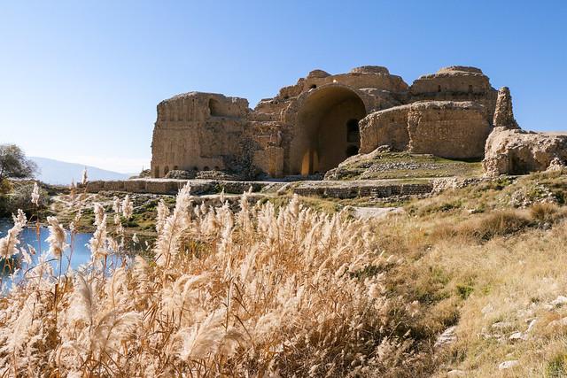 Palace of Ardashir and a pond, Iran アルダシール宮殿と池