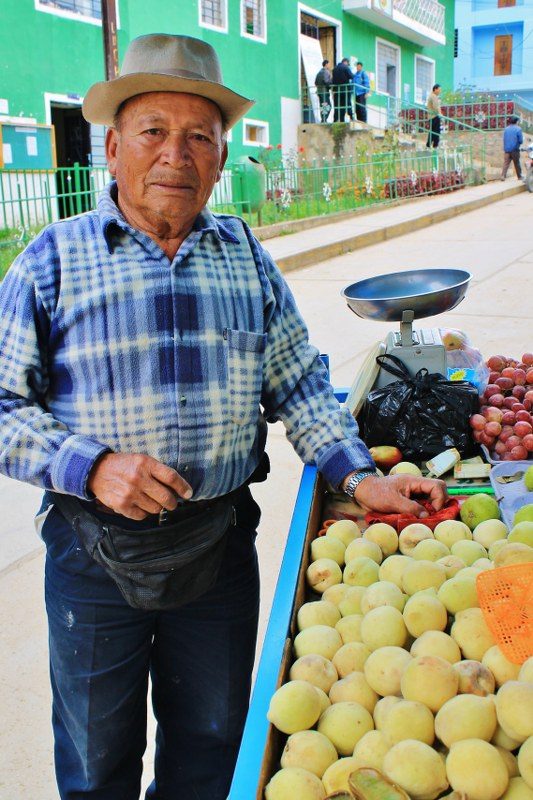 Fruit seller, Pomabamba