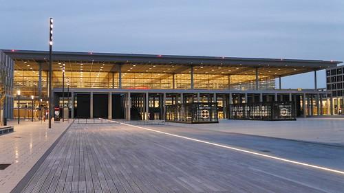 Vorplatz des Flughafens Berlin-Brandenburg (BER)