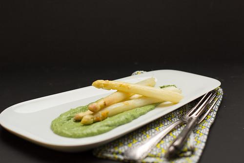Spargel mit grüner Sauce