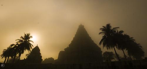 silhouette sunrise temple ngc historicalplace ancienttemple unescosite gangaikondachozhapuram ancientplace digitalslrphotographymagazine tamilnadutourism rameshmuthaiyan rameshmphotography unescotempleoftamilnadu