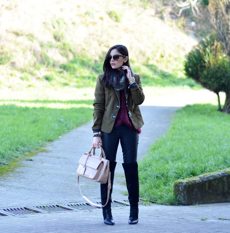Zara_ootd_verde oliva_botas_altas_burdeos_chicwish_outfit_01
